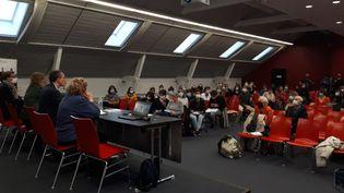 Première réunion à Nantes de la tournée de la commissionindépendante sur l'inceste et les violences sexuelles faites aux enfants, le 20 octobre 2021. (SANDRINE ETOA-ANDEGUE / RADIO FRANCE)