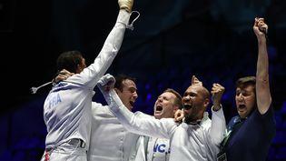 Yannick Borel, Ronan Gustin, Daniel Jerent, lors de leur victoire faceauxUkrainiens, 45 touches à 37. (PETER KOHALMI / AFP)
