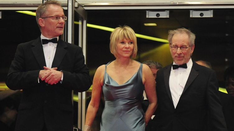 Thierry Frémaux et Steven Spielberg entourentKate Capshaw à Cannes en 2008  (POOL OCHLIK MORIN/IP3)