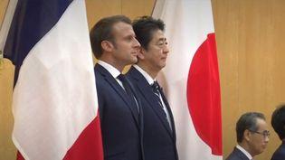 Emmanuel Macron est arrivé au Japon mercredi 26 juinpour sonpremier déplacement officiel dans le pays.Le journaliste Jeff Wittemberg fait le point sur cette rencontreavec le Premier ministre Shinzo Abe. (FRANCE 3)