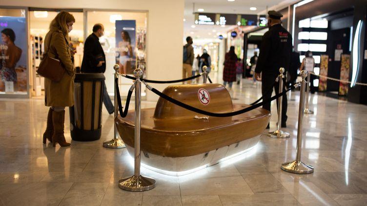 L'intérieur d'un centre commercial parisien le 19 mai 2021. (RAPHAEL KESSLER / HANS LUCAS)