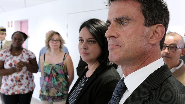 Manuel Valls et Sylvia Pinel, ministre du Logement le 12 septembre 2014 àFère-Champenoise (Marne) (FRANCOIS NASCIMBENI / AFP)