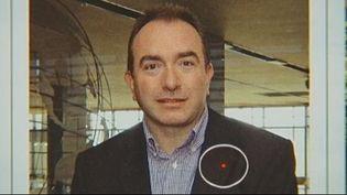 Capture d'écran - JT 13H France 2 , 21 septembre 2012 6Jean-Philippe Gaillard a travaillé durant plusieurs mois en tant que directeur de l'aéroport de Limoges, après avoir été sélectionné notamment grâce à un CV où il affirmait détenir un diplôme d'ingénieur de la navigation aérienne, ou encore être ex-pilote de chasse. ( FRANCE 2)