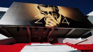 L'acteur italien Marcello Mastroianni prête son image à l'affiche de cette 67e édition du festival de Cannes. (ALBERTO PIZZOLI / AFP)
