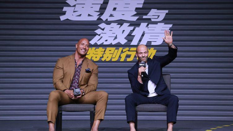 """Les acteursDwayne Johnson etJason Statham lors de la présentation du nouvel opus de """"Fast & Furious"""" en Chine le 5 août. (MAXPPP)"""