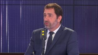 """Christophe Castaner, ministre de l'Intérieur, invité du """"8h30 Fauvelle-Dély"""", vendredi 26 avril 2019. (FRANCEINFO / RADIOFRANCE)"""