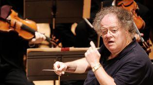 James Levine en répétition à la Salle Pleyel, à Paris, le 4 septembre 2007  (Miguel Medina / AFP)