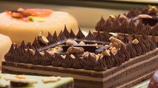 Philippe Bernachon dévoile les secrets des chocolats de sa maison, des produits exceptionnels de la gastronomie française. (FRANCE 2)