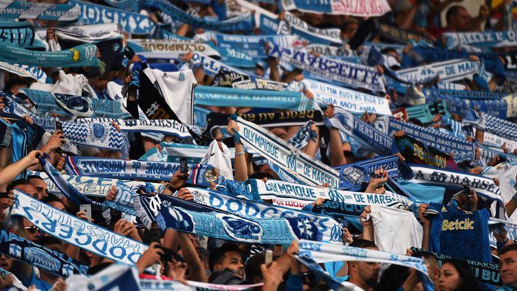 Des supporters de l'Olympique de Marseille au stade Vélodrome, à Marseille (Bouches-du-Rhône), le 26 avril 2018. (BORIS HORVAT / AFP)