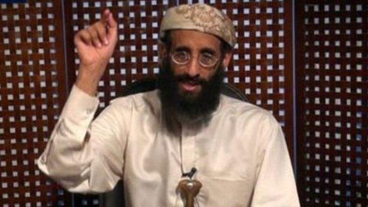Le prédicateur terroriste d'Al Qaïda au Yémen, Anwar al-Awlaki, tué en 2011, est toujours très influent auprès des djihadistes via des vidéos dont cette image est extraite. (SITE INTELLIGENCE GROUP / AFP)