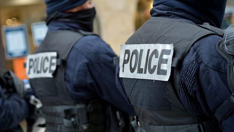 Des agents de la police nationale. Photo d'illustration. (C?DRIC MERAVILLES                                               / MAXPPP)