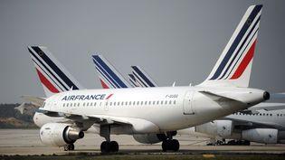 Des avions de la compagnie Air France sur le tarmac de l'aéroport de Roissy-Charles-de-Gaulle (Val-d'Oise), le 24 septembre 2014. (STEPHANE DE SAKUTIN / AFP)