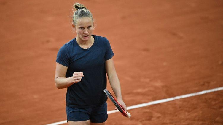 La Française Fiona Ferro lors d'un match contre la Roumaine Patricia Maria Tig au tournoi de Roland-Garros, à Paris, le 3 octobre 2020. (ANNE-CHRISTINE POUJOULAT / AFP)