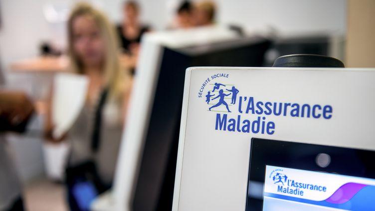 Des guichets électroniques à la Sécurité sociale d'Arras (Nord). (PHILIPPE HUGUEN / AFP)