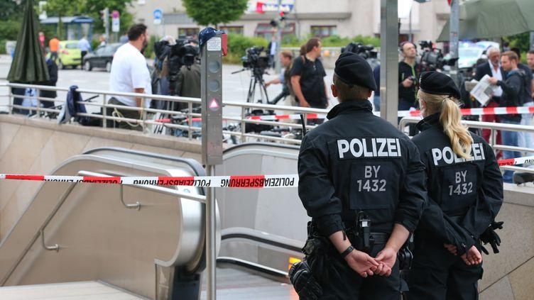 Les accès à la station de métro proche des lieux de la fusillade restent fermés, le 23 juillet 2016 au lendemain de l'attaque. (KARL-JOSEF HILDENBRAND / DPA / AFP)