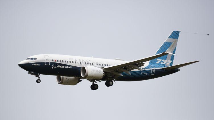 Un Boeing 737 MAX piloté parlaFederal Aviation Administration (FAA), le 30 septembre 2020 à Seattle (Etats-Unis). (JASON REDMOND / AFP)