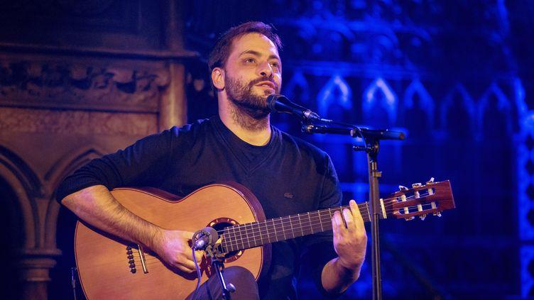 António Zambujo le 29 novembre 2016 à Londres, à l'Union Chapel (ROBIN LITTLE / REDFERNS / GETTY IMAGES)