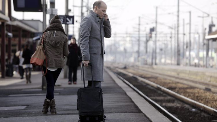 Sur le quai de la gare de Creil (Oise), en février 2012. (MAXPPP)