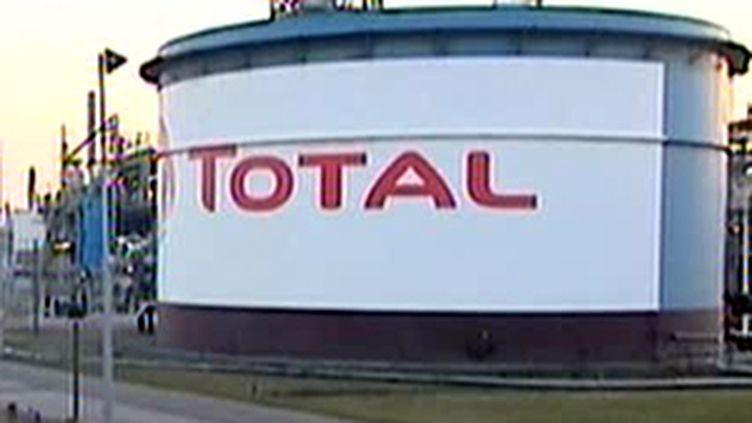 Le site de la raffinerie Total à Dunkerque est menacé de fermeture. (France 2)