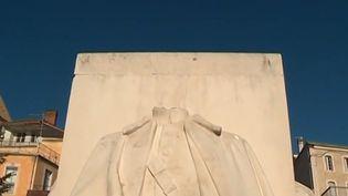 Trois célèbres statues de maréchaux ont été décapitées à Saint-Gaudens, en Haute-Garonne. Il s'agit d'un monument classé à l'effigie de Foch, Joffre et Gallieni, tous trois originaires de la région. (France 3)