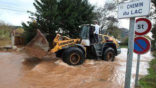 Plusieurs communes du Var, dont Roquebrune-sur-Argens, ont fait face à des inondations après de fortes pluies, le 25 novembre 2011. (PHILIPPE ARNASSAN / MAXPPP)