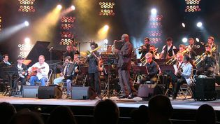 The Amazing Keystone Big Band et les invités du final, Stochelo Rosenberg, Marian BadoÏ, James Carter et Angelo Debarre  (MH)