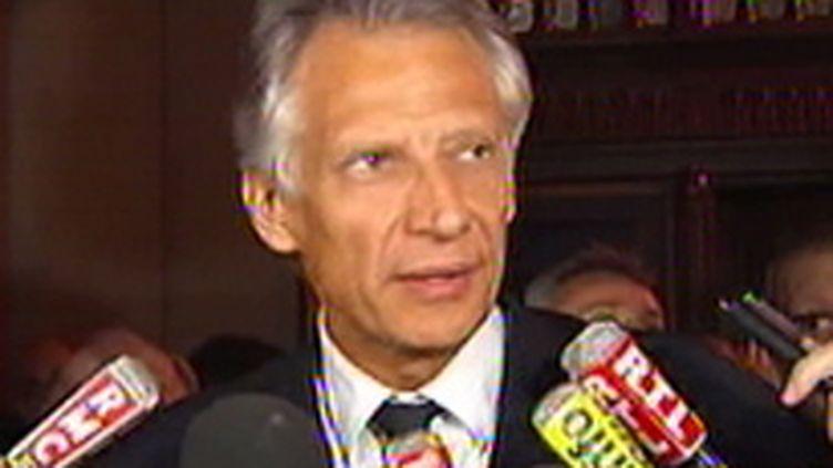 Dominique de Villepin s'adresse à la presse après les réquisitions du parquet le 20 octobre 2009 (France 2)