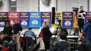 Des affiches au QG de campagne de la Lega, le parti d'extrême droite italien, à Milan, le 4 mars 2018. (AFP)