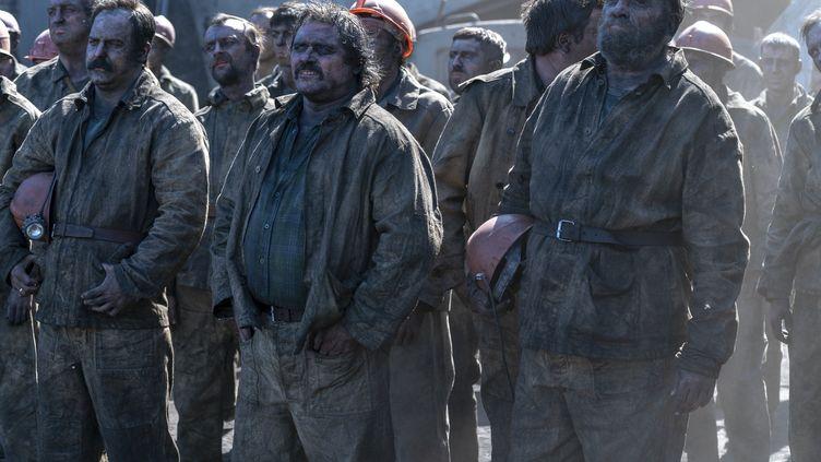 Les pompiers envoyés sur le front pour éteindre l'incendie de l'un des réacteurs de Tchernobyl. (2020 HOME BOX OFFICE, INC. ALL RIGHTS RESERVED. HBO? AND ALL REL)