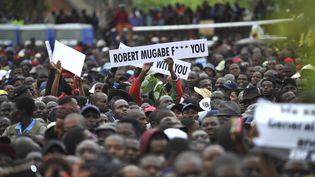 Une manifestation contre le président Robert Mugabe, le 18 novembre 2017, à Harare au Zimbabwe. (ZINYANGE AUNTONY / AFP)