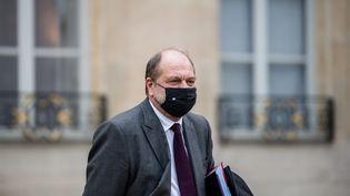 Eric Dupont-Moretti quitte le palais de l'Elysée, à Paris, le 9 décembre 2020. (ARTHUR NICHOLAS ORCHARD / HANS LUCAS / AFP)