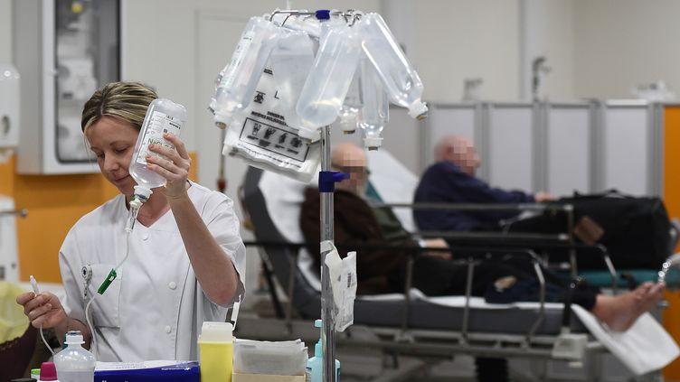 L'épidémie de grippe devrait connaître son pic durant la semaine prochaine selon la ministre de la Santé, Marisol Tourain. (BORIS HORVAT / AFP)