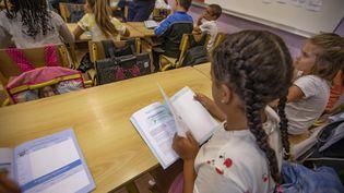 Des enfants dans une salle de classe, en septembre 2018. (ROLAND MACRI / MAXPPP)