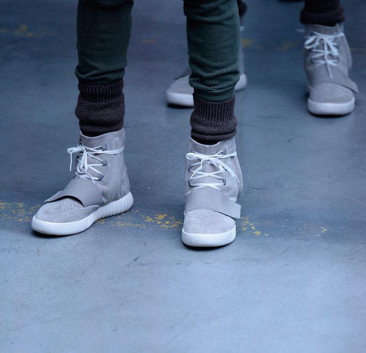 Kanye West présente sa collaboration avec Adidas : les Yeezy 750 Boost et sacollection de vêtements, à la fashion week de New York, en février 2015