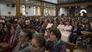 Les résidents et réfugiés chrétiens rassemblés en l'église Saint-Joseph Église à Erbil (Irak), le 15 août2014. (LE CAER VIANNEY / SIPA)