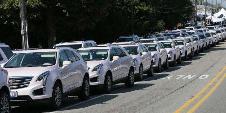 Funérailles d'Aretha Franklin : les Cadillac roses  (JEFF KOWALSKY / AFP)
