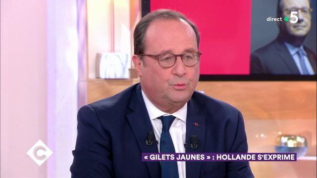 """François Hollande revendique un droit """"d'alerter"""""""