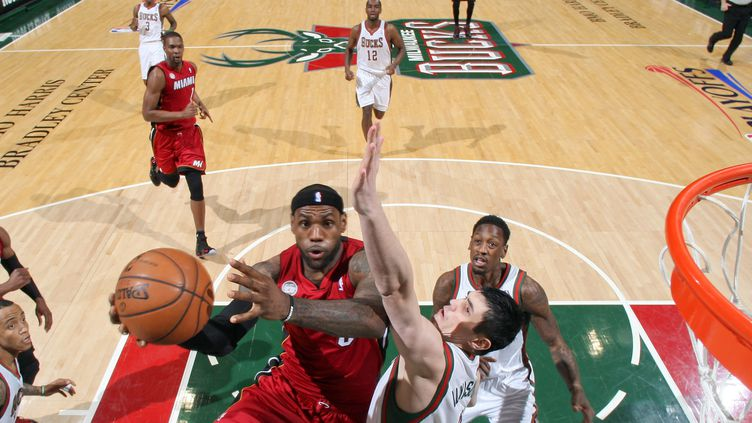 LeBron Jame (GARY DINEEN / NBAE / GETTY IMAGES)
