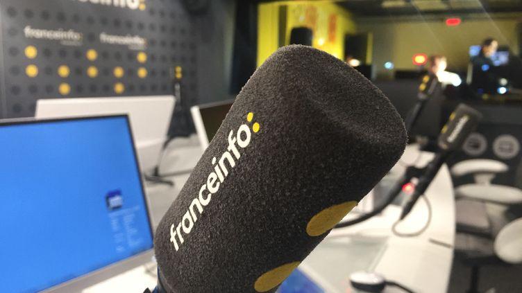 Le studio 421 de la maison de la radio et de la musique, dans lequel est réalisée la matinale de franceinfo. (AURÉLIEN ACCART / FRANCE-INFO)
