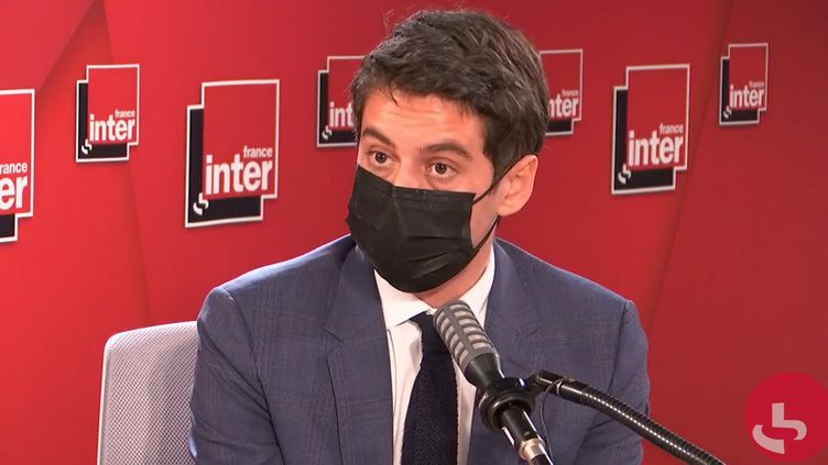 Gabriel Attal, porte-parole du gouvernement, sur France Inter le 25 mars 2021. (FRANCEINTER / RADIOFRANCE)