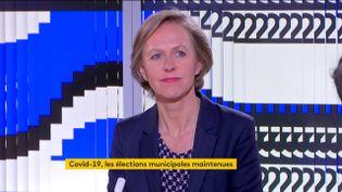 Anne Bourse, journaliste au service politique de France Télévisions, analyse la décision d'Emmanuel Macron, jeudi 12 mars, de maintenir les élections municipales. (FRANCEINFO)