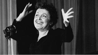 La chanteuse Edith Piaf, à Melun (Seine-et-Marne), le 1er novembre 1959. (DALMAS / SIPA)