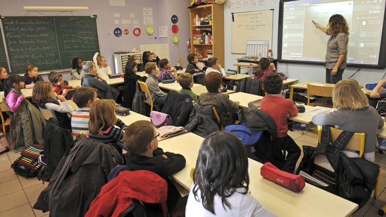 Salle de classe de CE1, école privée Immaculée conception à Seclin, le 5 décembre 2011. (PHILIPPE HUGUEN / AFP)