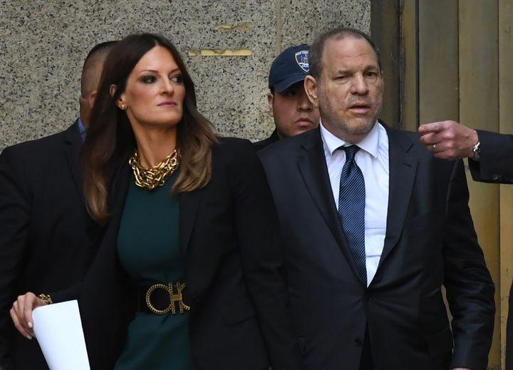 L'avocate Donna Rotunno et son client, l'ancien producteur américain Harvey Weinstein, lors d'une audience à la Cour suprême de New York (Etats-Unis), le 11 juillet 2019. (TIMOTHY A. CLARY / AFP)