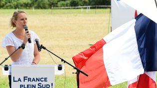 La députée Front national Marion Marechal-Le Pen s'exprime lors d'un meeting, le 5 juillet 2015, au Pontet (Vaucluse). (BORIS HORVAT / AFP)