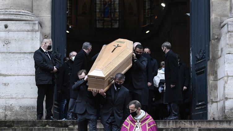 Les obsèques de l'acteur Claude Brasseur, le 29 décembre 2020, à l'église Saint-Roch de Paris. (STEPHANE DE SAKUTIN / AFP)