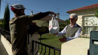 Une coopérative niortaise s'est lancée dans la livraison à domicile de nourriture pour lutter contre les géants du marché. (France 3 Poitou-Charentes)