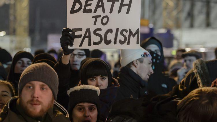 Des manifastations contre l'extrême-droite se sont produites dans Berlin après l'attentat du 19 décembre. (CLEMENS BILAN / AFP)