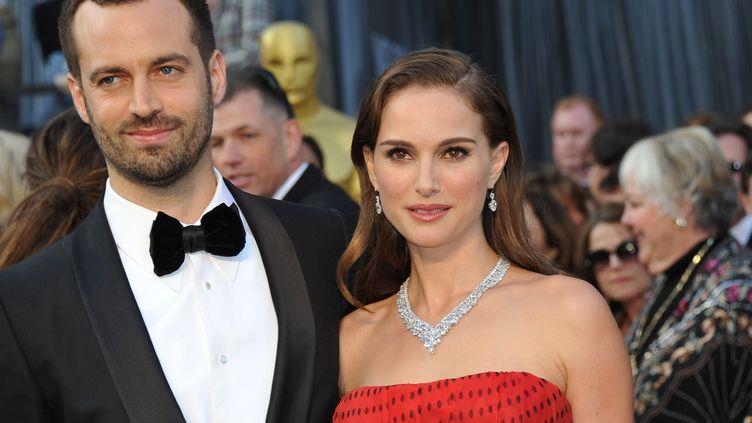 Le chorégraphe et danseur Benjamin Millepied, avec sa femme Natalie Portman, à Hollywood (Californie,Etats-Unis), le 26 février 2012. (JOE KLAMAR / AFP)