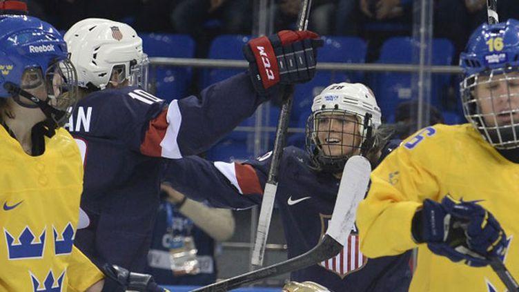 La joie des Américaines Hilary Knight et Amanda Kessel, victorieuses des Suédoises en demi-finales du tournoi olympique